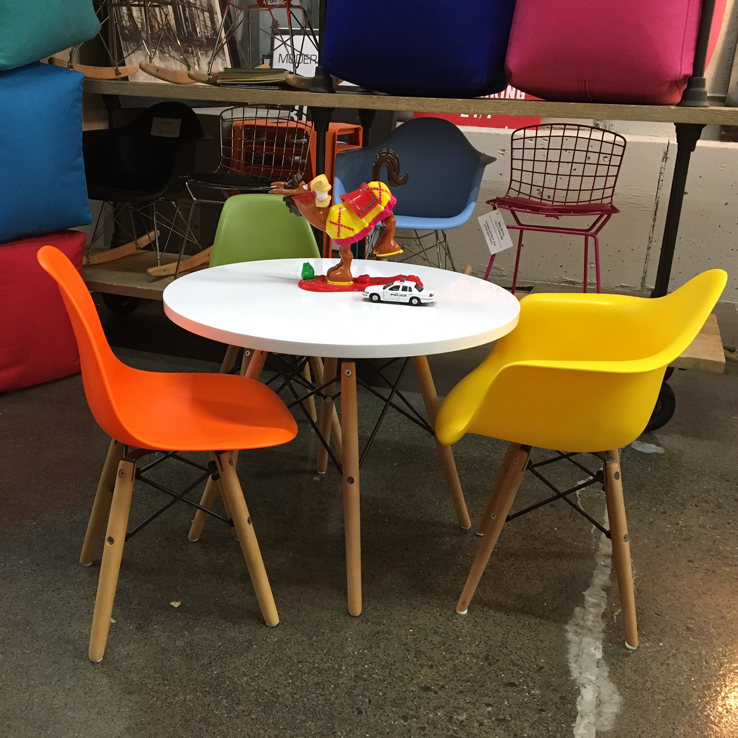 Kid s Eiffel Table Mikaza Meubles modernes Montreal Modern
