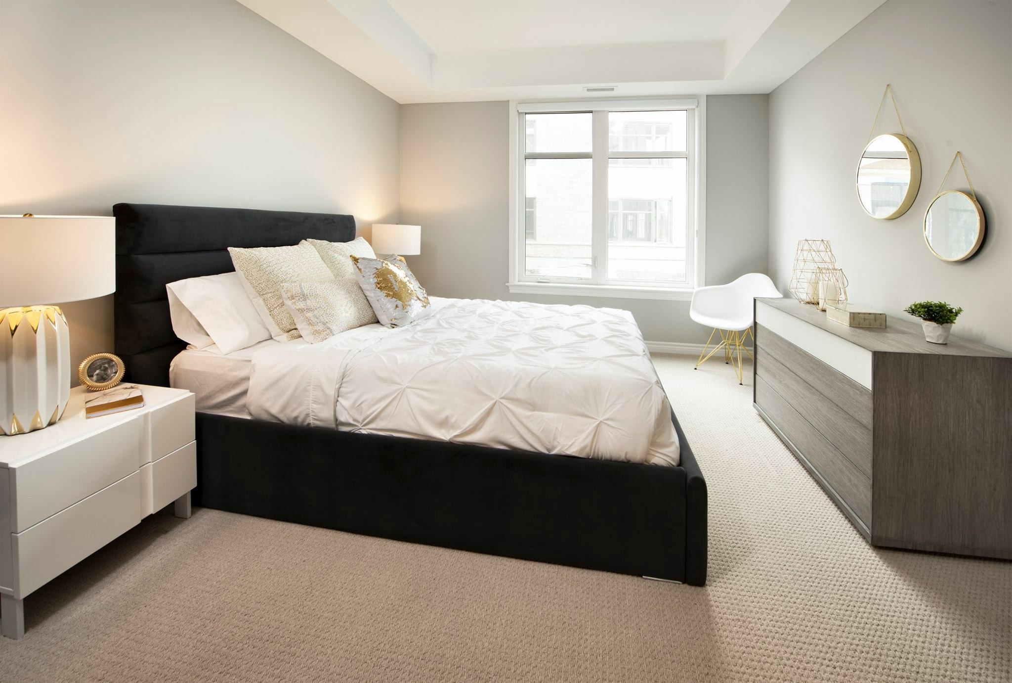Designers hospitality mikaza meubles modernes montreal for Meubles hotel liquidation