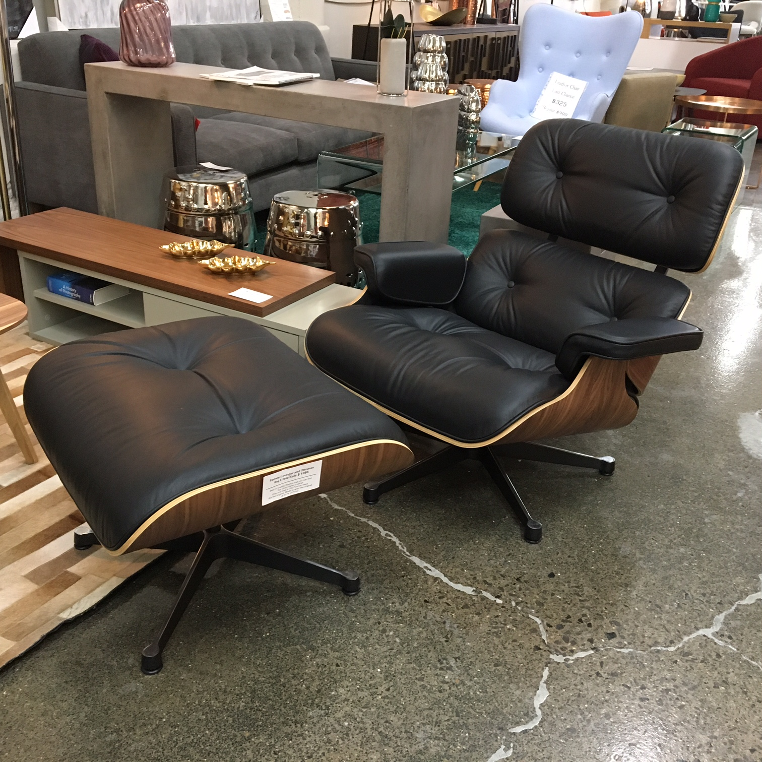 Eames lounger mikaza meubles modernes montreal modern for Chaises eames montreal