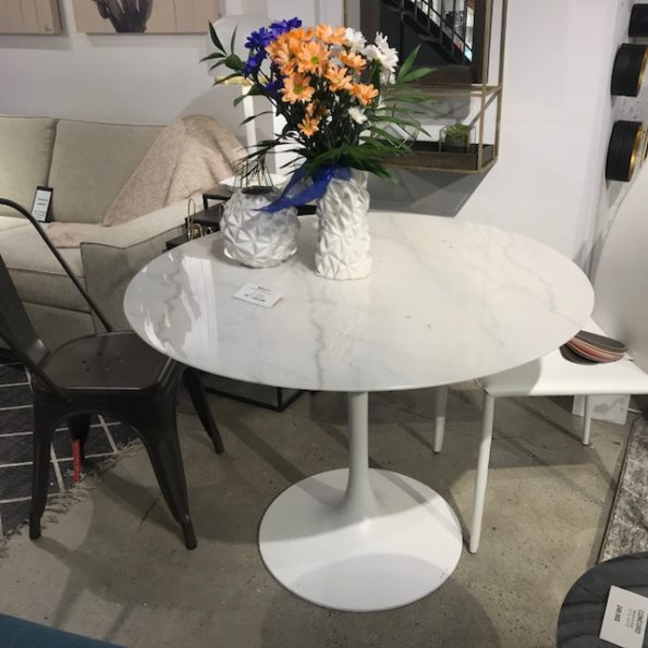 Marble tulip dining table 40″ – demo
